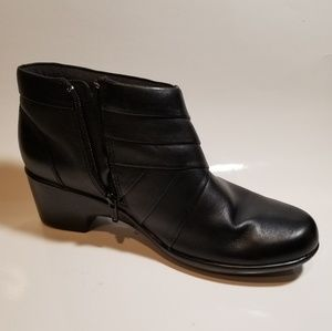 CLARKS BOOTS SIZE 8M